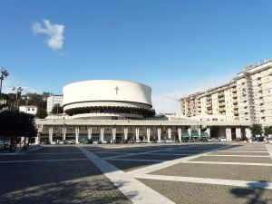 1200px-La_Spezia-cattedrale_cristo_re2