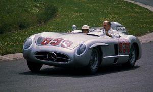 413px-Mercedes_SLR_Stirling_Moss_1977